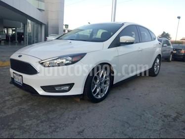Foto venta Auto Seminuevo Ford Focus SE Appearance Aut (2015) color Blanco precio $177,700