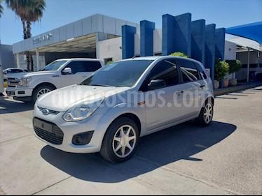 Ford Ikon 5P AMBIENTE L4 1.6 MAN A/A usado (2015) color Plata precio $90,000