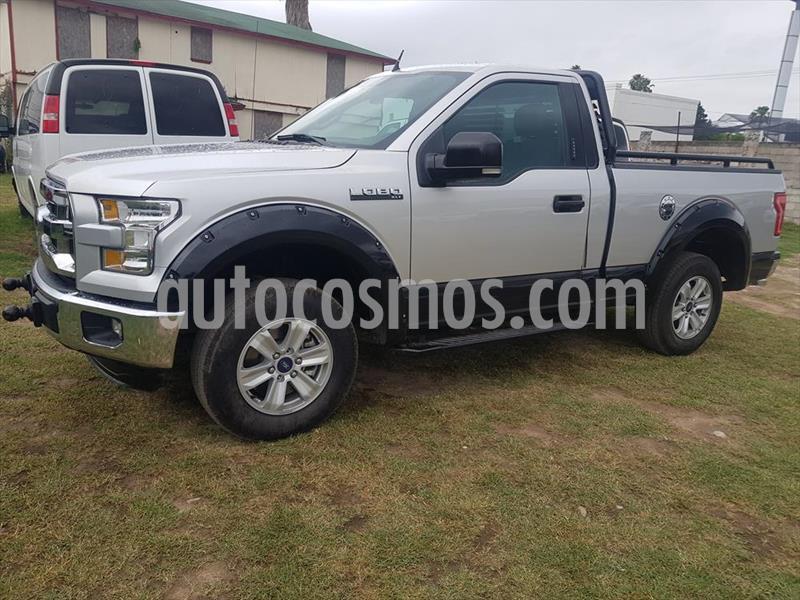 Ford Lobo XLT Crew Cab 4x2 V8 usado (2016) color Plata precio $380,000