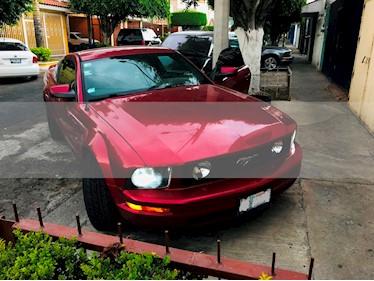 Ford Mustang Coupe V6 usado (2005) color Rojo Vivo precio $125,000