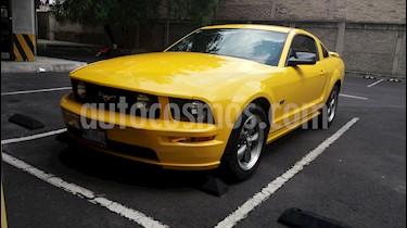 Foto venta Auto usado Ford Mustang GT 5.0L V8 Aut (2006) color Amarillo precio $130,000