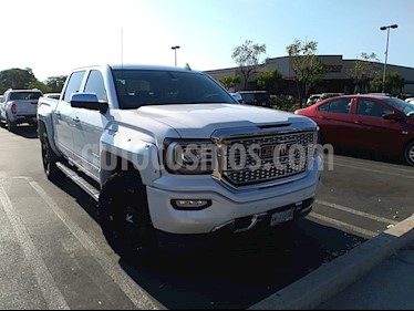 GMC Sierra Denali usado (2017) color Blanco precio $750,000