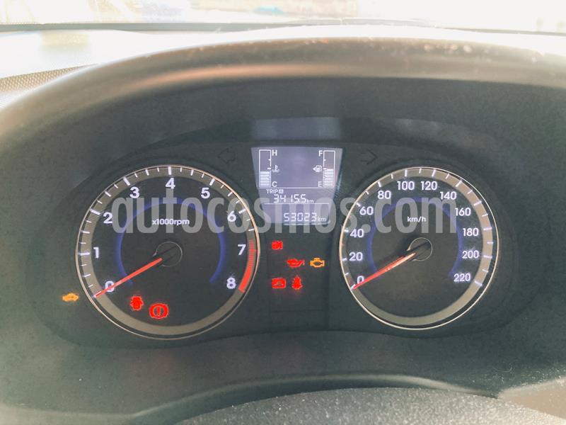 Hyundai Accent HB 1.4 GL  usado (2016) color Gris precio $7.000.000