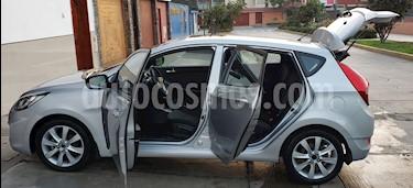 Hyundai Accent 1.4L GL Sport Aut usado (2013) color Plata precio u$s12,000