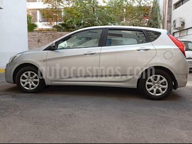 Hyundai Accent 1.4 GL usado (2015) color Plata precio $5.490.000