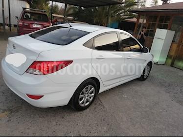 Hyundai Accent 1.4L GL Full usado (2015) color Blanco precio $5.600.000