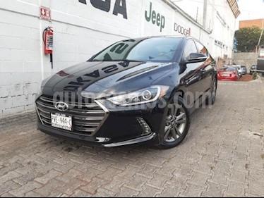 Foto Hyundai Elantra 4P GLS PREMIUM 2.0L TA A/AC. F. LED RA-16 usado (2018) color Negro precio $290,000