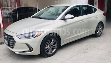 Foto venta Auto usado Hyundai Elantra 4p GLS Premium L4/2.0 Aut (2018) color Beige precio $249,000