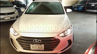 Foto Hyundai Elantra GLS usado (2017) color Blanco precio $200,000