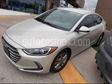Hyundai Elantra 4p GLS Premium L4/2.0 Aut usado (2017) color Blanco precio $230,000