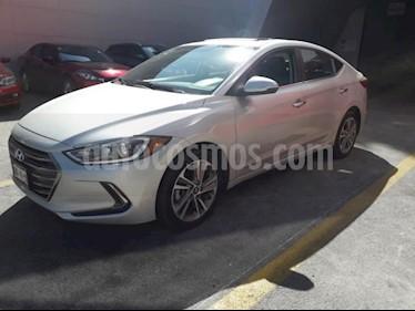 Hyundai Elantra 4P LIMITED TECH NAVI L4/2.0 AUT usado (2017) color Plata precio $265,000