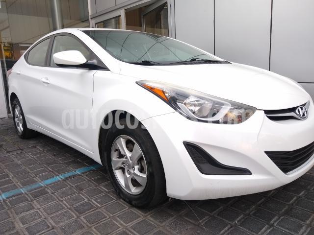 Hyundai Elantra 4P GLS L4/1.8 AUT usado (2016) color Blanco precio $165,000