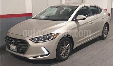 Hyundai Elantra 4P GLS PREMIUM 2.0L TA A/AC. F. LED RA-16 usado (2017) color Beige precio $224,000