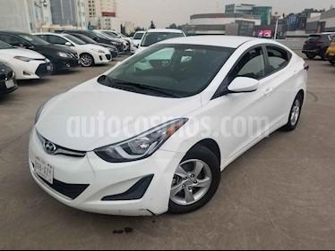 Hyundai Elantra 4p GLS L4/1.8 Man usado (2015) color Blanco precio $140,000