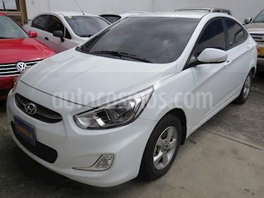 Hyundai i25 Sedan 1.6 usado (2017) color Blanco precio $43.900.000