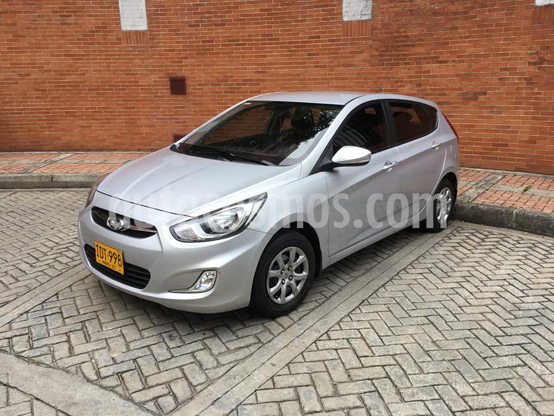 Hyundai i25 1.6 Full usado (2015) color Plata precio $31.800.000