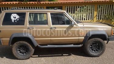 Foto venta carro usado Jeep Cherokee Classic  Auto. 4x4 (1984) color Marron precio u$s2.200