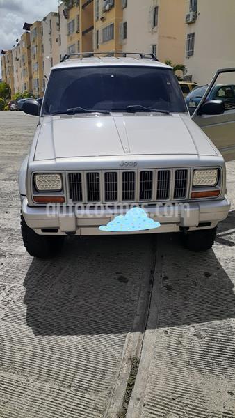 Jeep Cherokee Classic  Auto. 4x4 usado (2002) color Plata precio u$s4.500