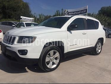 Foto venta Auto Seminuevo Jeep Compass 4x2 Latitude Aut (2015) color Blanco precio $225,000