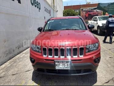 foto Jeep Compass 5p Latitud 4x2 L4/2.4 Aut c/Cam y B/A usado (2015) color Rojo precio $260,000