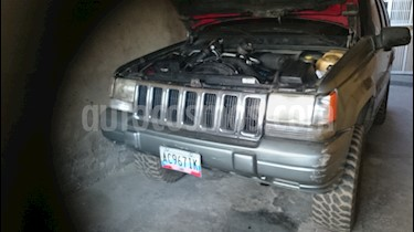 Foto venta carro usado Jeep Grand Cherokee Laredo 4x2 (Vw5) L6,4.0i,12v A 1 2 (1998) color Gris precio BoF2.400