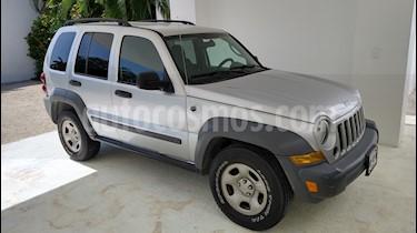 Jeep Liberty Sport 4x2 usado (2005) color Plata precio $72,000