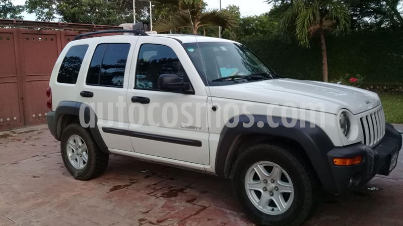 Jeep Liberty Sport 4X2 usado (2004) color Blanco precio $65,000