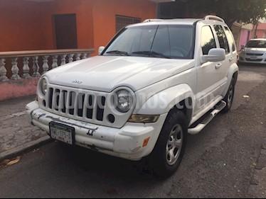 Jeep Liberty Sport 4X2 usado (2005) color Blanco precio $75,000