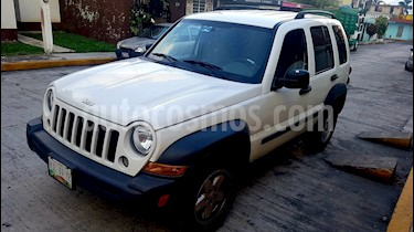 Jeep Liberty Sport 4X2 usado (2007) color Blanco precio $93,000