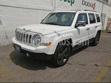 Foto Jeep Patriot 5P SPORT 75 ANIVERSARIO TA CD QC usado (2017) color Blanco precio $305,000