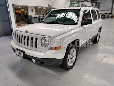 Jeep Patriot 5P LATITUDE CVT DVD usado (2015) color Blanco precio $220,000