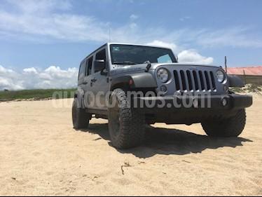 Jeep Wrangler Rubicon 4x4 4.0L Techo Duro Aut usado (2014) color Gris precio $500,000
