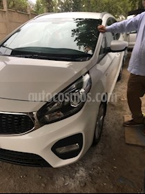 Kia Carens  1.7L EX 7 Pas Aut Full usado (2017) color Blanco precio $10.500.000