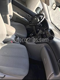 Kia Carens  2.0L LX  usado (2011) color Plata precio $5.300.000