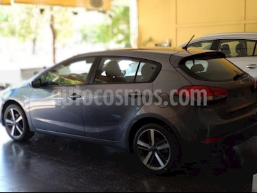 Foto KIA Cerato Forte EX 1.6 Elegance Aut usado (2019) color Gris Oscuro precio $1.230.000