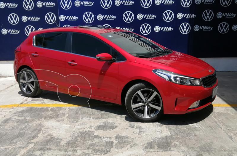 Foto Kia Forte Hatchback HB SX Aut usado (2017) color Rojo precio $235,000