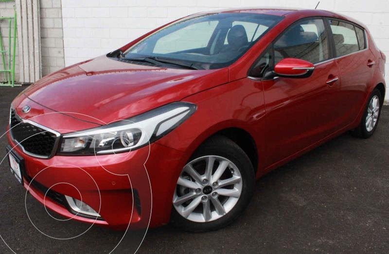 Foto Kia Forte Hatchback HB EX usado (2018) color Rojo precio $260,000