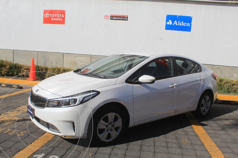 Foto Kia Forte Sedan L Aut usado (2018) color Blanco precio $239,000