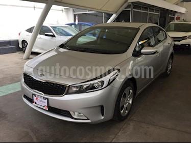 Foto venta Auto Seminuevo Kia Forte EX Aut (2017) color Plata precio $219,000