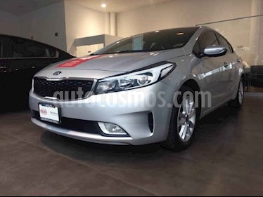 Foto venta Auto usado Kia Forte EX Aut (2017) color Plata precio $235,000