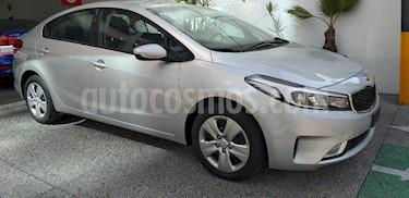 Foto venta Auto usado Kia Forte EX Aut (2017) color Plata precio $205,000