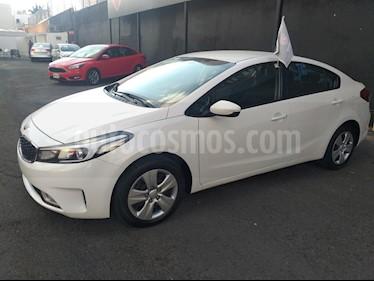 Foto venta Auto Seminuevo Kia Forte EX Aut (2017) color Blanco precio $209,000