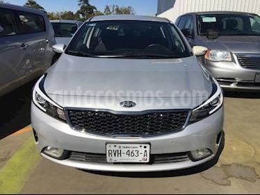 Foto venta Auto usado Kia Forte EX HB (2018) color Plata precio $265,000