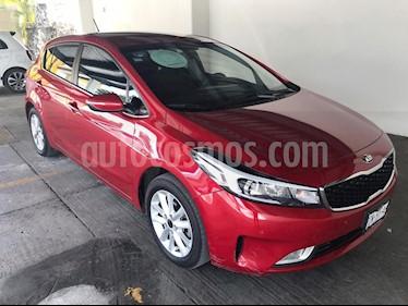 Foto venta Auto Seminuevo Kia Forte EX (2017) color Rojo precio $265,000