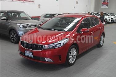 Foto venta Auto Seminuevo Kia Forte HB EX Aut (2017) color Rojo precio $259,900
