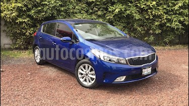 Foto venta Auto Seminuevo Kia Forte HB EX Aut (2017) color Azul Celeste precio $230,000