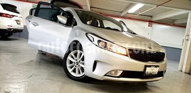 Foto venta Auto usado Kia Forte HB EX (2018) color Plata precio $245,000