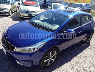 Foto venta Auto Seminuevo Kia Forte HB SX (2017) color Azul precio $259,000