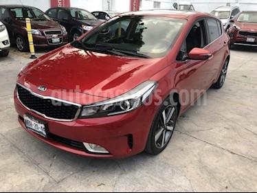 Foto venta Auto Seminuevo Kia Forte HB SX (2017) color Rojo precio $269,000