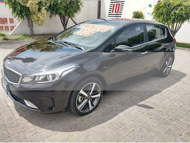 Foto venta Auto usado Kia Forte HB SX (2018) color Negro precio $260,000